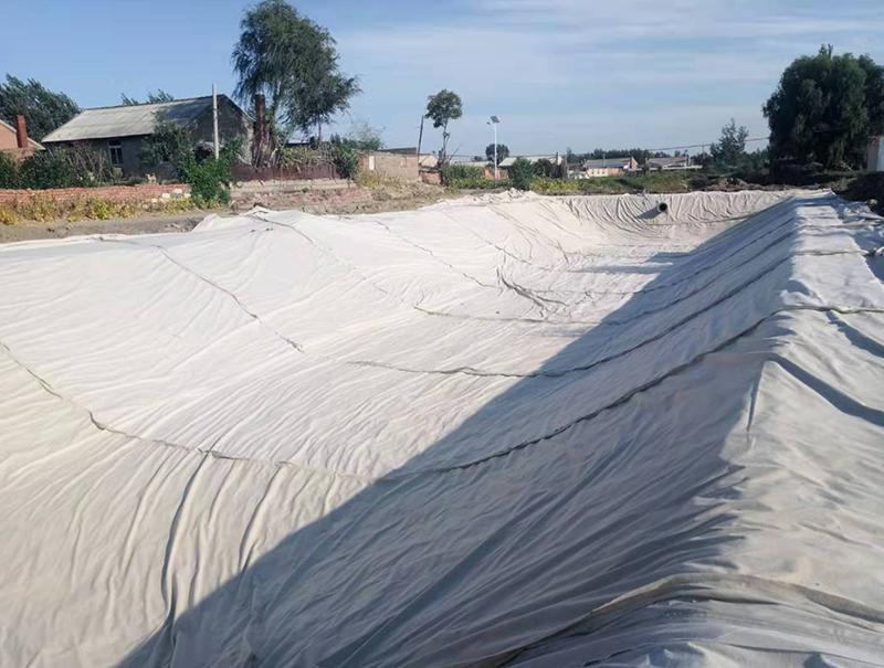 氧化塘防渗施工